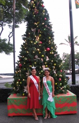 Miss Kona Coffee Kuulika Karratti (left) and Miss Aloha Hawaii Kelsey Iyo pose for pictures Friday evening during the tree lighting festivities.