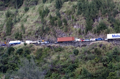 Traffic in Kaawalii Gulch on the Honokaa side waiting for the road to be cleared.