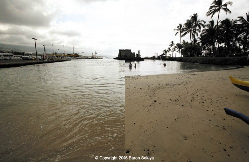 A composite photo showing sea level changes at Kamakahonu Bay, in Kailua-Kona, following an earthquake in Japan on November 15, 2006. Baron Sekiya/Hawaii247.com