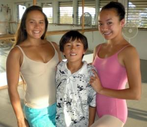 Keahi, Haili and Jeanne Kapela (Hawaii247.com photo by Karin Stanton)