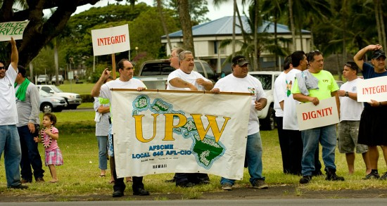 UPW and HGEA union members rallied at Hilo Bayfront Tuesday (June 30) against possible layoffs by the state. Photography by Baron Sekiya/Hawaii247.com