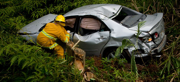 Tuesday evening (July 28) a single car accident on Paradise Drive in Hawaiian Paradise Park sent a woman and two children to the hospital.