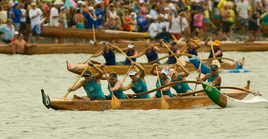 A Waikiki Beachboys Canoe Club crews races in Hilo Bay Saturday (Aug 1) during the Hawaii Canoe Racing Association championships.