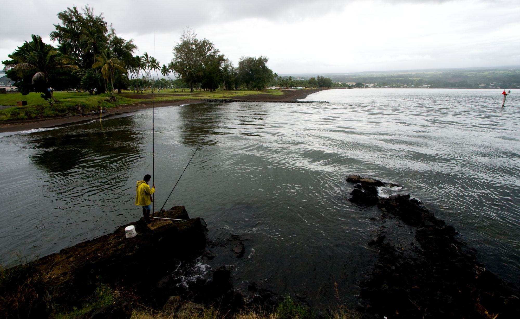 National Weather Service warns of possible sea level changes and strong currents along the coast starting at 7 p.m. in Hawaii (Oct 7).