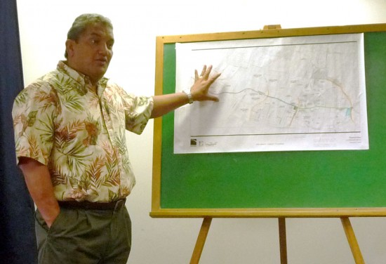 Mayor Billy Kenoi discusses the Ane Keohokalole Highway project with reporters. (Photo courtesy the Mayor's Office)
