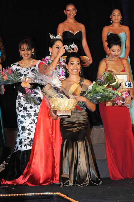 Miss Aloha Hawaii 2010 Mahealani Nakaahiki reacts to winning the title, as other contestants and last year's winner look on. (Hawaii 24/7 photo special by Brad Ballesteros)