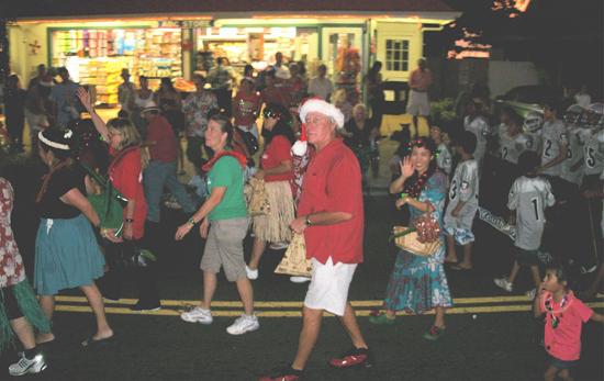 Parks & Recreation Director Bob Fitzgerald gets into the holiday spirit. Nice hat, Bob! (Hawaii 24/7 photo courtesy of Margaret Masunaga)