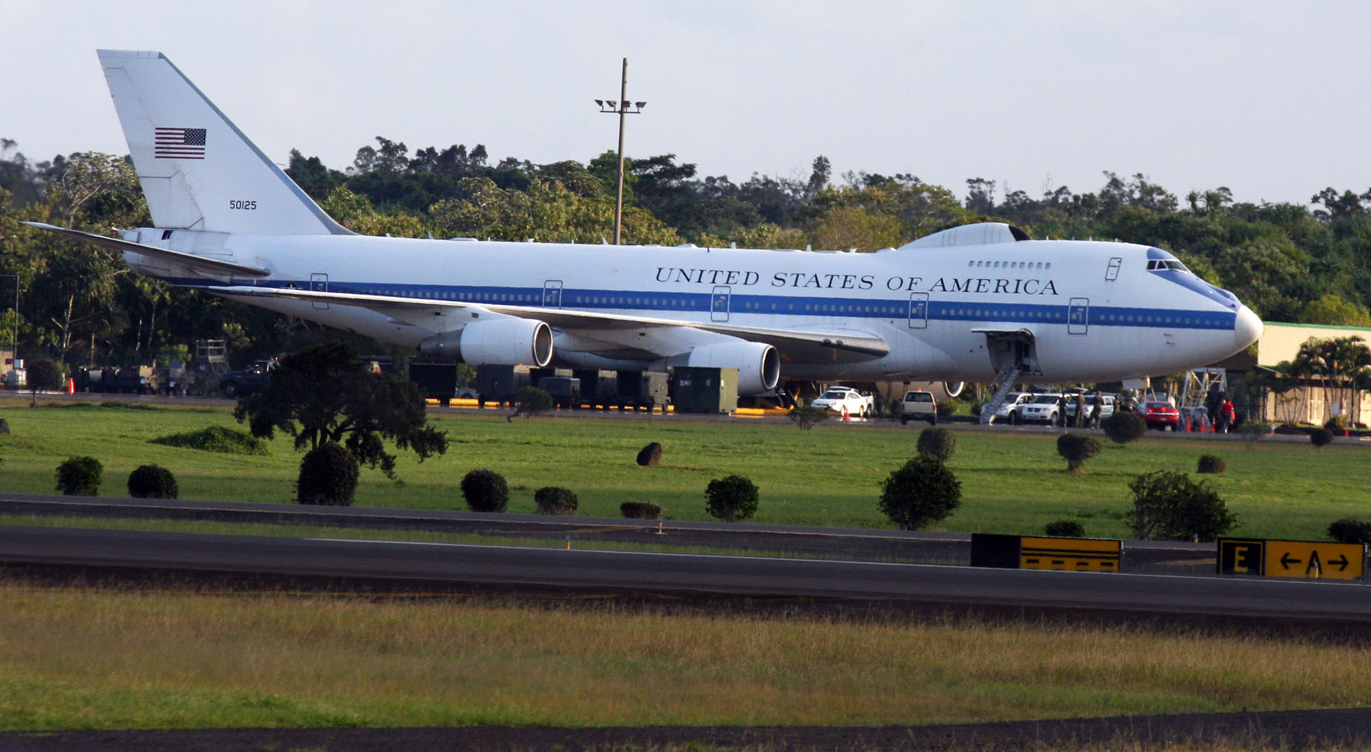 One of President Obama's back-up planes at Hilo International Aiport Tursday (Dec 24) as he visits Oahu on vacation.