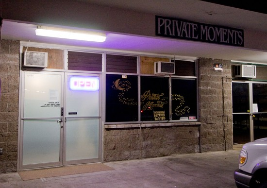 Private Moments store in Kea'au. Photography by Baron Sekiya | Hawaii 24/7.