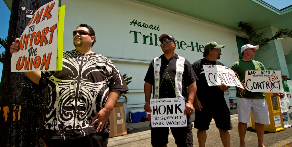 A crowd of various labor union members joined the Hawaii Newspaper Guild workers to picket the Hawaii Tribune-Herald Wednesday (March 17) but it didn't quite live up to the hype.