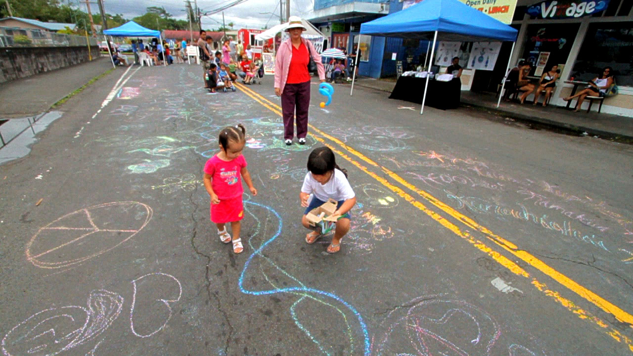 Arts, crafts, music and food entertained crowds in Pahoa Saturday (Aug 21). Sponsored by the Pahoa Arts & Library Association.