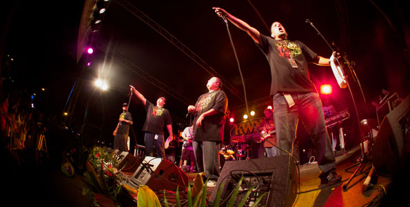 The 17th Annual KWXX Hoolaulea Saturday (Sept 25) had thousands partying in the streets of bayfront Hilo. Some photos from the show.