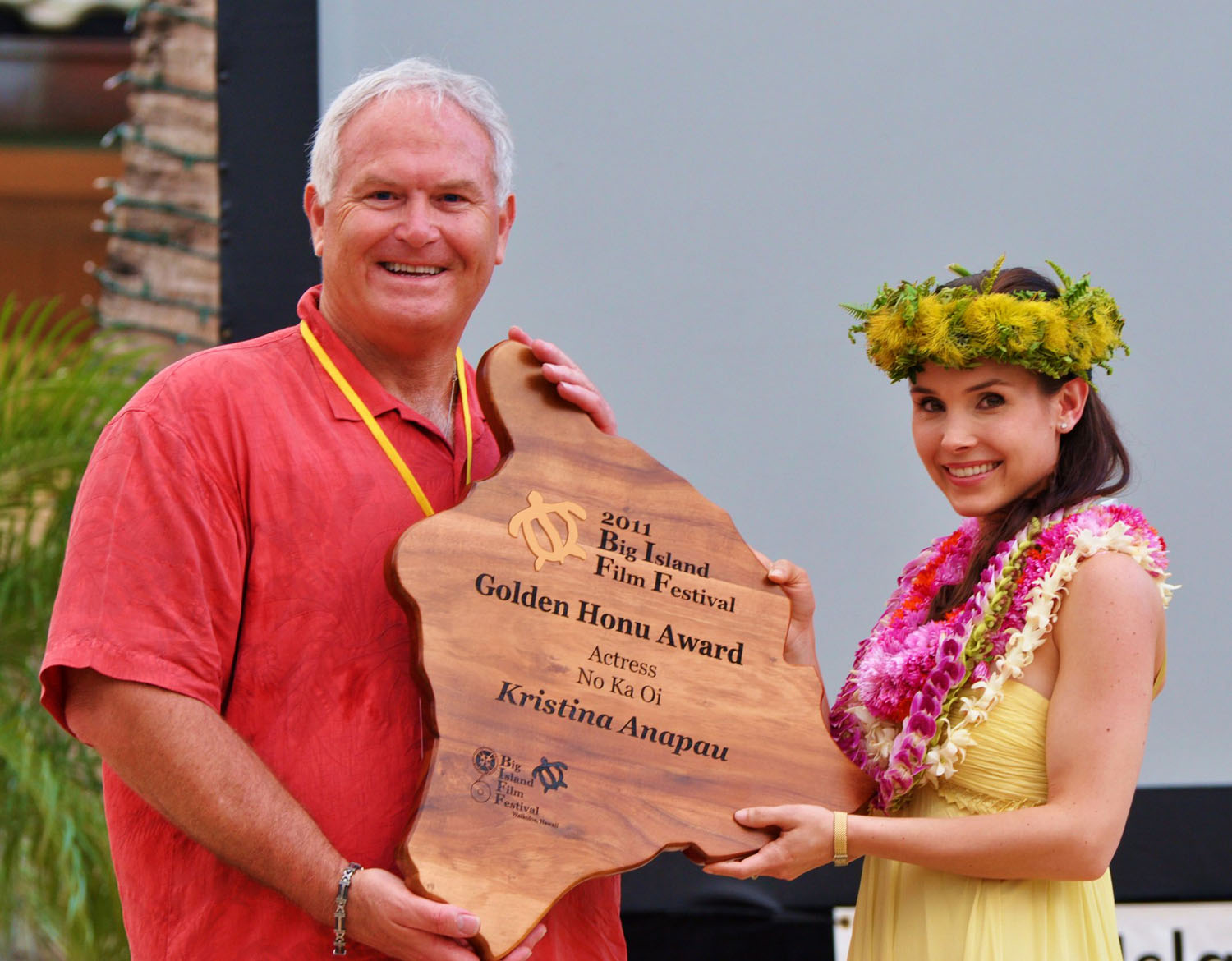 "Celebrity actresses Sarah Wayne Callies (""The Walking Dead"") and Hilo's own Kristina Anapau (""Black Swan"") were present to receive special ""No Ka Oi"" awards from Big Island Film Festival Executive Director Leo Sears."