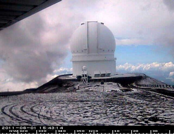 Light snow fell on Mauna Kea summit but the Winter Weather Advisory has been cancelled. Webcam photo of Canada-France-Hawaii-Telescope