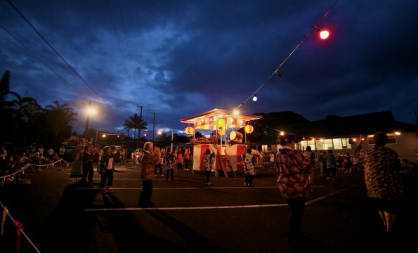 It's bon dance season and a balmy night in Papaikou makes for a beautiful night of dancing Saturday (June 18). Photography by Baron Sekiya | Hawaii 24/7