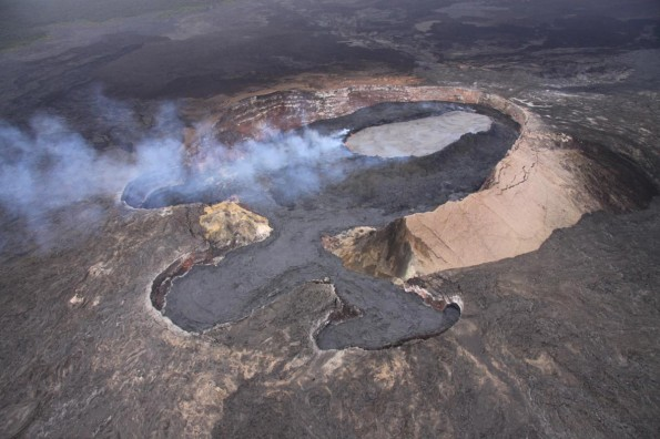 Over the past few days, lava has filled the floor of the Puka Nui pit (lower left) and the MLK pit (lower right) on the west end of Pu'u 'O'o. Photo courtesy of USGS/HVO