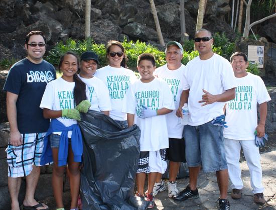 Keauhou Bay clean up marks tsunami anniversary