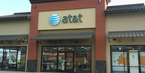 AT&T celebrates Kona opening; donates to Lions Club