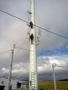 KAHU radio's antenna is taken down in Naalehu.