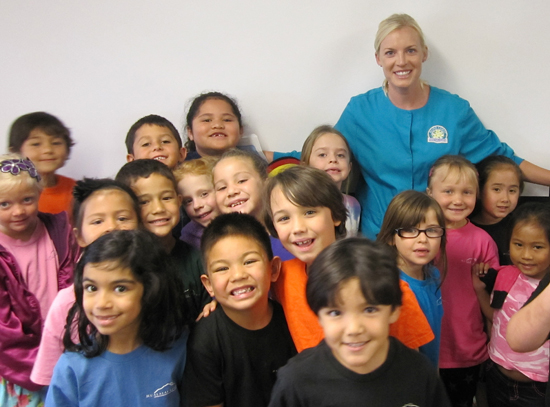 Janelle Bays visits with Hualalai Academy students. (Photo courtesy of Hualalai Academy)