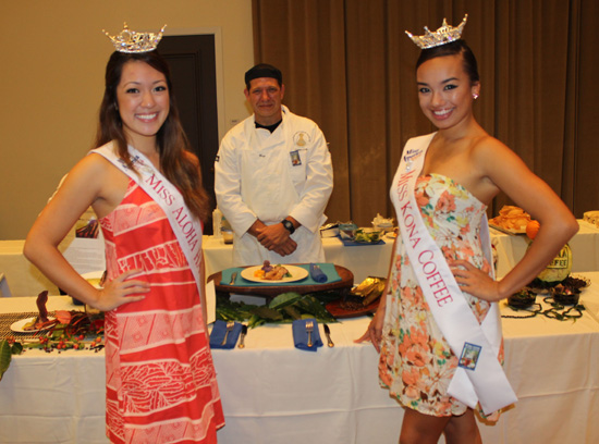 Alyssa Ishihara and Jeanne Kapela pose during one of their many public appearances. (Hawaii 24/7 photo by Karin Stanton)