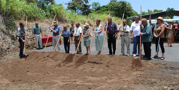 Kahu Brian Boshard leads Mayor Billy Kenoi and a slate of dignitaries in the ceremonial groundbreaking. (Hawaii 24/7 photo by Karin Stanton)