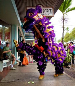 A lion dancer from Big Island Shaolin Arts performs in downtown Hilo Saturday (Feb 21). Photography by Baron Sekiya | Hawaii 24/7