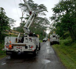 Hawai'i Electric Light crews work to restore electric service in Hawaiian Paradise Park.